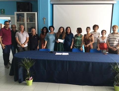 L'ex alunna Beatrice Germano insieme ai suoi ex docenti e alla DS Cirmena